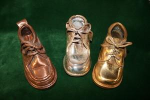 Métallisation chaussure bébé, finition cuivre laiton argent ou or, L'Atelier des Orfèvres à Saint Fort